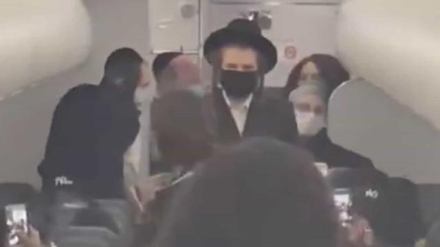 Antissemitismo? Companhia aérea criticada por expulsar família judaica