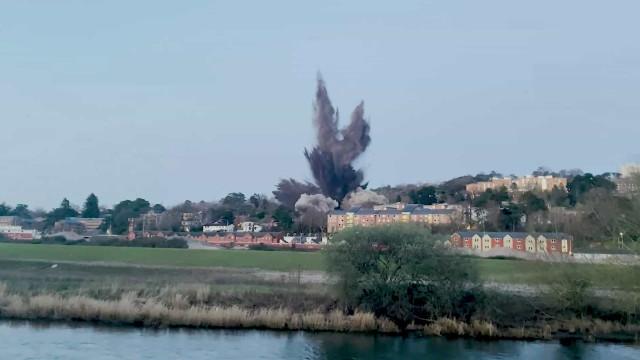 Bomba da II Guerra Mundial detonada no Reino Unido