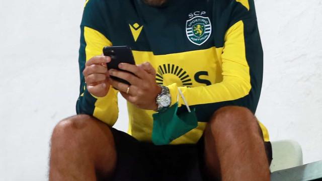 """Hugo Viana multado por """"uso incorreto de máscara"""" no Clássico"""