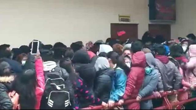 Sete estudantes morrem após caírem de 3.º andar de universidade
