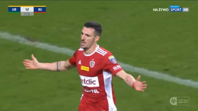 Tiago Alves volta a surpreender polacos com mais um golaço