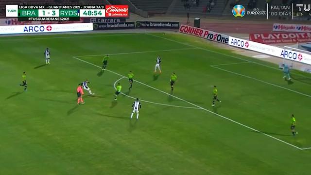 Vincent Janssen tirou as medidas à baliza e marcou golaço no México