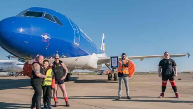 Duas britânicas puxaram Airbus A320 e quebraram recorde do Guinness