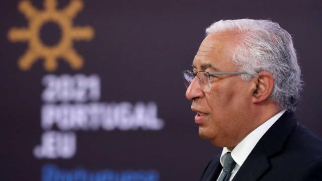 UE/Presidência: Portugal acusado de gastar milhares em fatos e bebidas