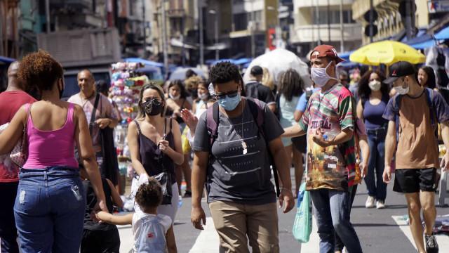 AO MINUTO: Rock in Rio novamente adiado; Novo máximo de casos no Brasil