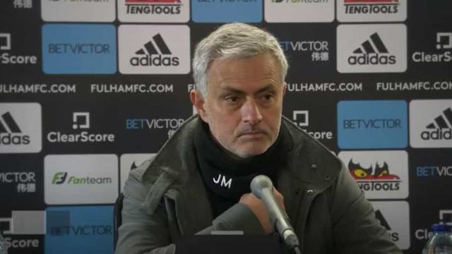 """Mourinho explica titularidade de Dele Alli: """"Não é um presente..."""""""