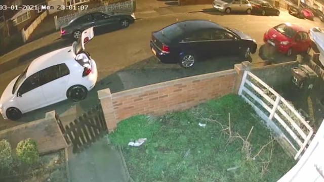 Irmãos pedem a vizinhos para fazerem menos barulho e acabam cercados