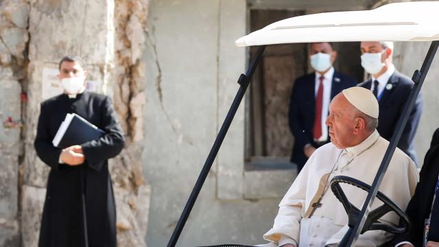 Papa reza no Iraque pelas vítimas da guerra contra grupo Estado Islâmico