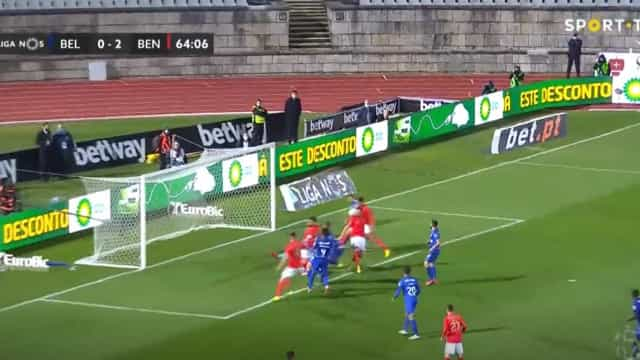 Foi com o peito que Lucas Veríssimo se estreou a marcar pelo Benfica