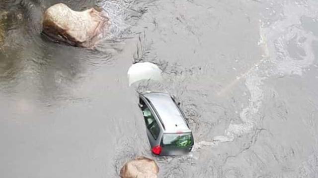 Militar de férias salva mulher presa dentro carro que caiu ao Rio Mondego