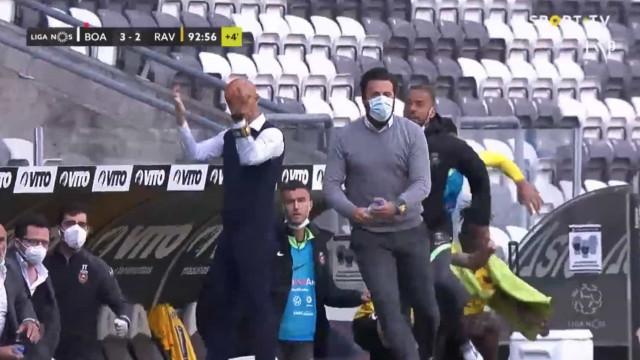 Miguel Cardoso perde a cabeça e mostra dedo do meio após golo de Coentrão
