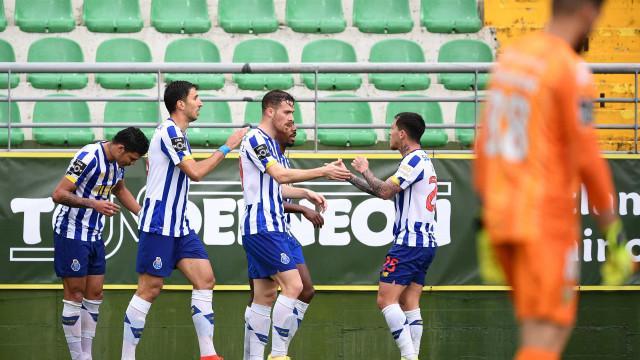 Dragão 'poupadinho' vence em Tondela e pressiona Sporting