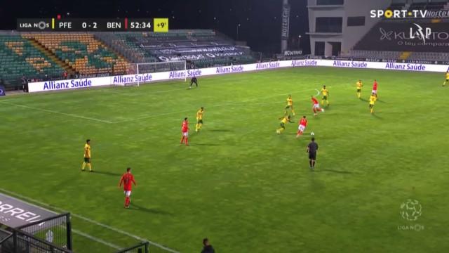 Benfica chega ao intervalo a vencer por 3-0 à boleia de Seferovic