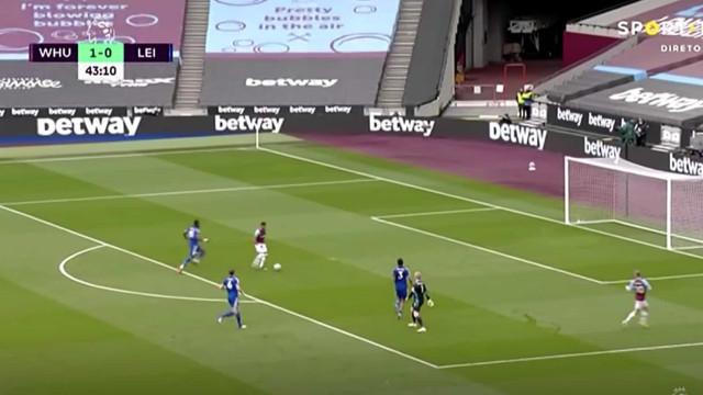 'Lingard show' no London Stadium. Inglês bisa frente ao Leicester