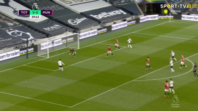 Asneira de Lindelof colocou Mourinho a vencer frente ao United