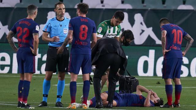 João Félix sofre lesão e abandona jogo do Atlético em Sevilha