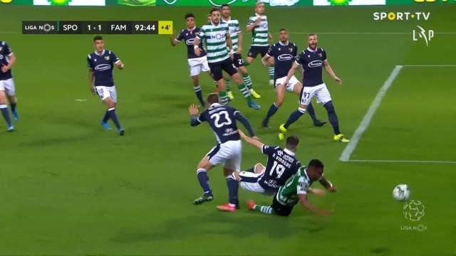 Jovane caiu na grande área e Sporting ficou a pedir penálti