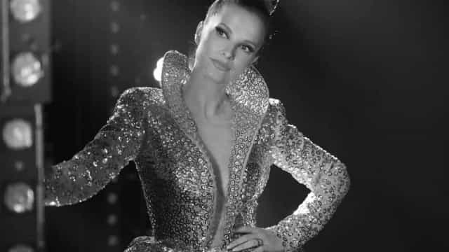 """""""Verdadeira superstar"""". Cristina Ferreira destaca-se com decote ousado"""