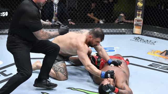 Luso-caboverdiano Yorgan de Castro sofreu primeiro K.O. no UFC