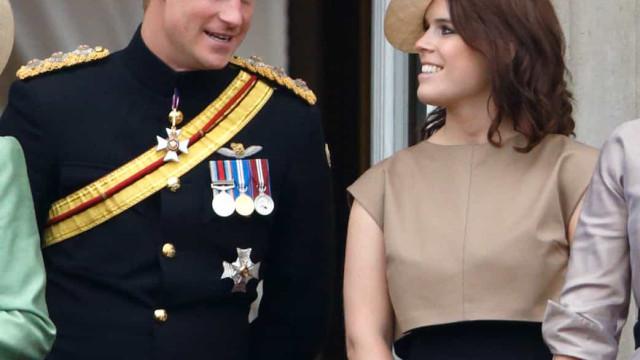 Príncipe Harry esteve com a prima, Eugenie, após regressar ao Reino Unido