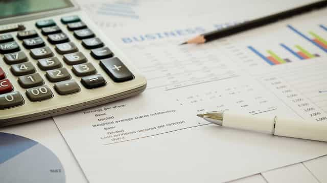 Vídeo: Recibos verdes, eis como emitir faturas no Portal das Finanças