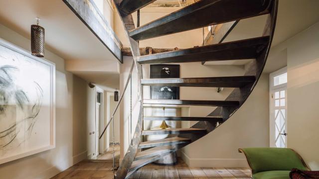 Duplex em Lisboa casa o antigo com o novo. Veja 'aqui' as fotografias