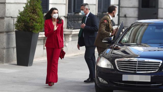 Rainha Letizia abandonada na chegada a evento devido a falha de protocolo
