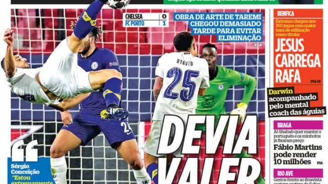 """Por cá: """"Adeus em grande"""" do FC Porto ocupa as manchetes"""