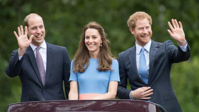 "Kate Middleton ocupa lugar de ""apaziguadora"" entre William e Harry"