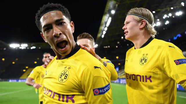 Golaço do médio de 17 anos do Dortmund frente ao Manchester City