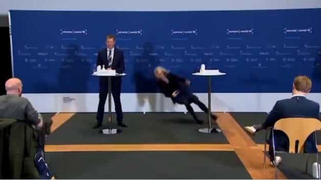 Responsável dinamarquesa colapsa durante conferência sobre AstraZeneca