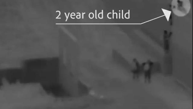 Criança de dois anos filmada a ser atirada de muro na fronteira dos EUA