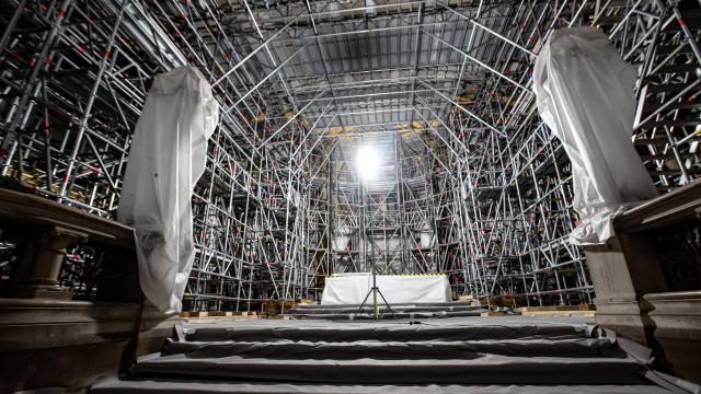 Fogo devastou Notre-Dame há dois anos. É assim que vai a reconstrução