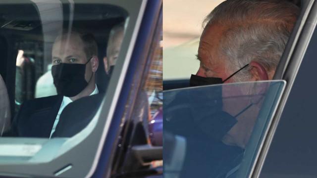 Príncipe Carlos e William deslocam-se de carro para o funeral de Filipe