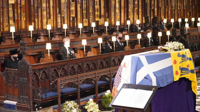 O último adeus ao duque com o restrito grupo da família real