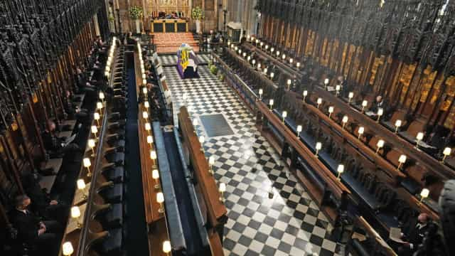 Família real manteve distanciamento social durante a cerimónia fúnebre