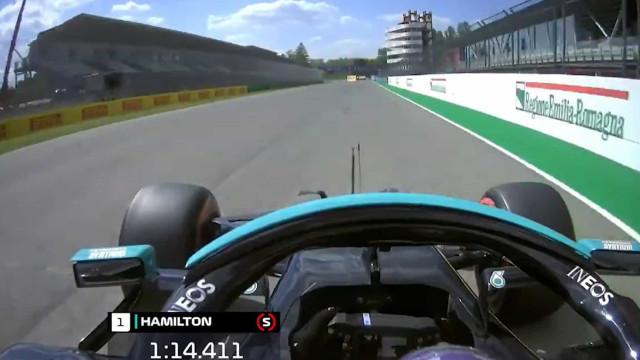 Lewis Hamilton alcançou a 99.ª 'pole position' da carreira com esta volta