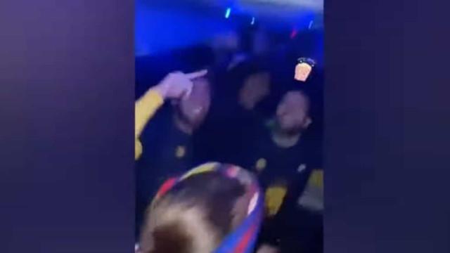 Festa no autocarro: Jogadores do Barça 'loucos' após conquista da Taça