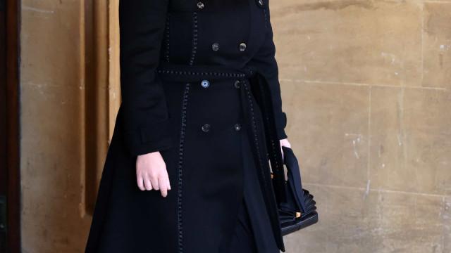 Princesa Eugenie: Primeira aparição pública após ser mãe foi no funeral
