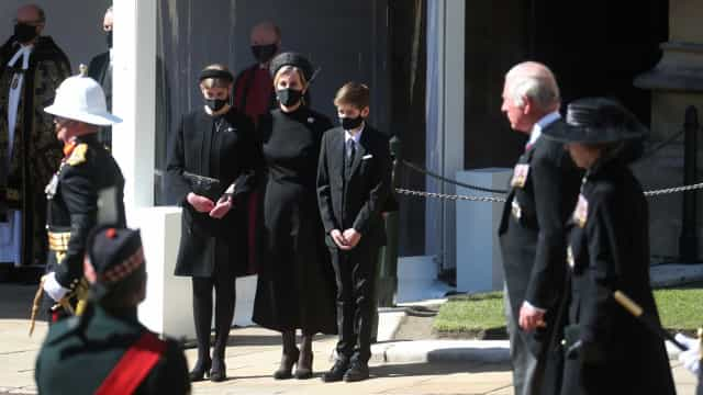 O momento emocionante de Sophie Wessex com o filho no funeral de Filipe