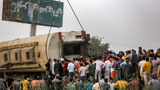 Descarrilamento de comboio no Egito provoca 100 feridos