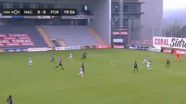 Taremi castiga 'asneira' de António Filipe e coloca FC Porto em vantagem