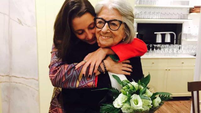 """Eunice Muñoz despede-se do palco com a neta: """"Dou-lhe a minha carreira"""""""