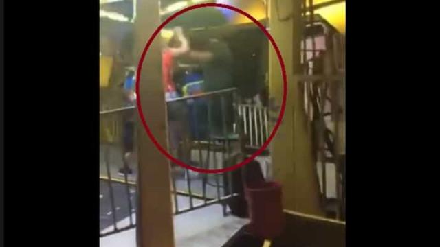 Operador de carrossel agride mãe com filhos e é alvo de ira popular