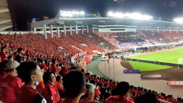 Mais de 30 mil pessoas assistiram ao primeiro jogo no campeonato chinês