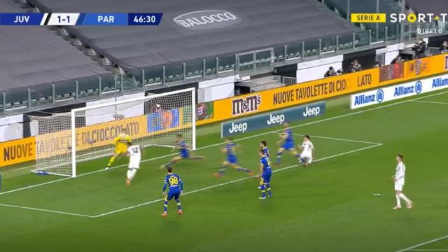 Bis de Alex Sandro colocou Juventus a vencer em Turim