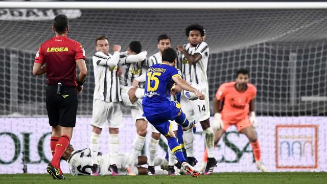 Pirlo admite retirar Cristiano Ronaldo da barreira após (mais um) erro