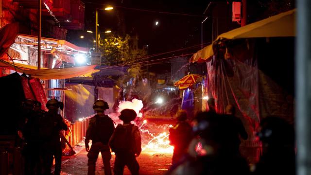 Confrontos entre polícia israelita e palestinianos durante Ramadão