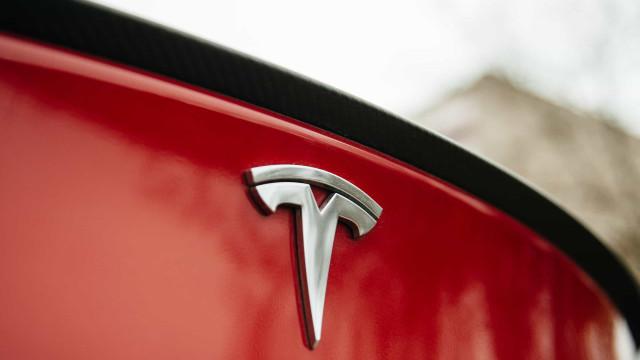 Tesla obrigada a retirar software depois de críticas dos condutores
