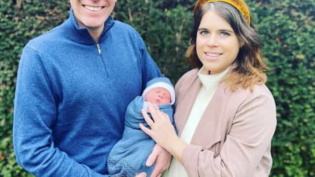 Princesa Eugenie partilha novas fotos amorosas do marido com o filho